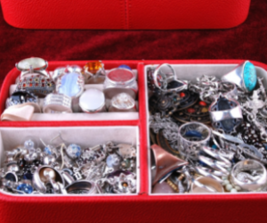 do you have estate jewellery